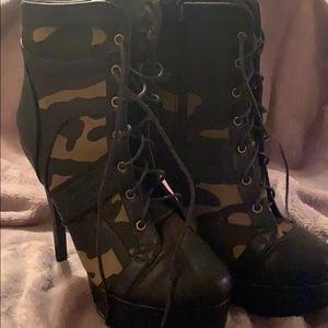 Shoes - Camouflage Boots